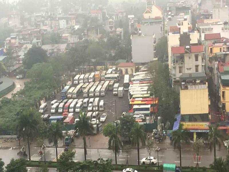 """Quận Hoàng Mai (Hà Nội): Ai chống lưng cho bãi xe """"khủng"""" không phép ngang nhiên hoạt động tại phường Hoàng Văn Thụ?"""