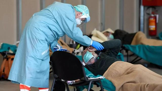 Số ca tử vong vì Covid-19 ở Italia tăng mạnh trở lại, lên hơn 6.800 người
