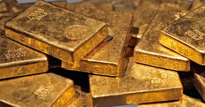 Giá vàng hôm nay 14/3: Bị bán tháo ồ ạt, giá vàng đang
