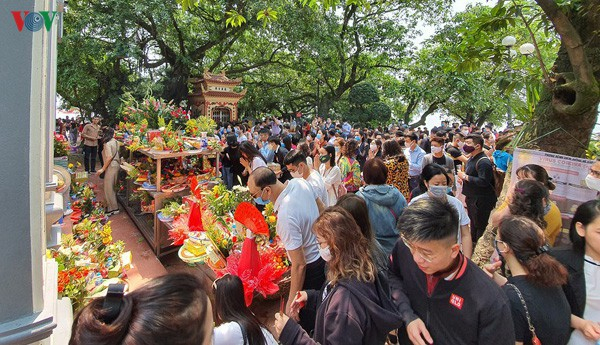 Đi lễ chùa trong mùa dịch bệnh có vi phạm pháp luật?