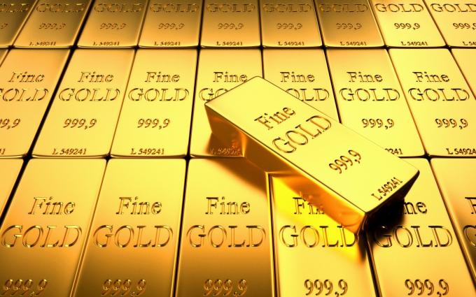 """Giá vàng hôm nay 7/4: Giá vàng tăng vọt giữa """"bức tranh màu xám"""" của kinh tế toàn cầu"""