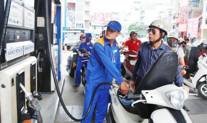 Giá xăng giảm còn hơn 11 nghìn đồng/lít