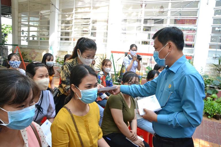 Hà Nội hỗ trợ giáo viên khó khăn bị ảnh hưởng bởi dịch Covid-19