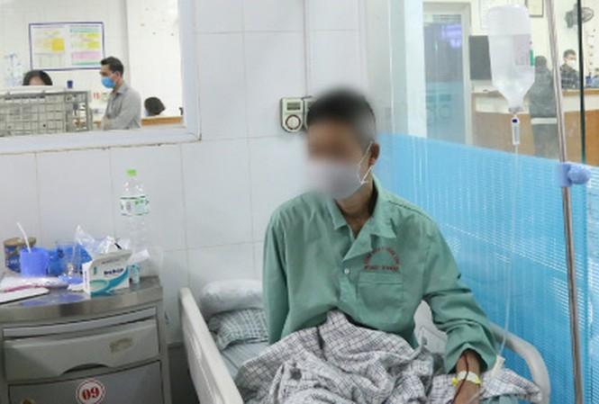Phú Thọ: Uống cồn sát khuẩn, người đàn ông hoại tử sọ não hỏng hai mắt