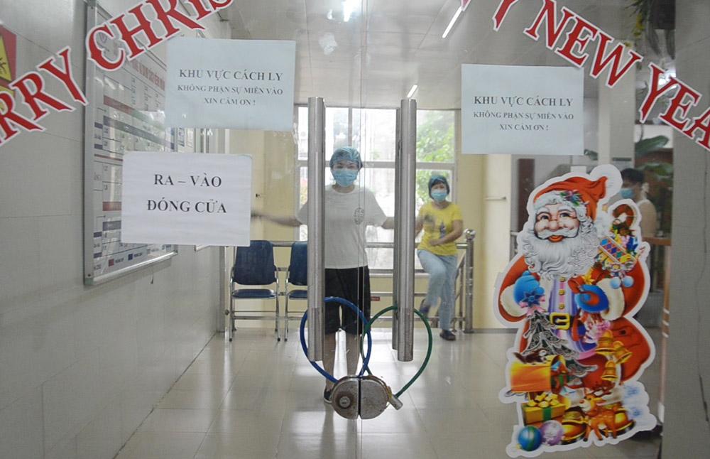 Nhịp sống bên trong Bệnh viện Bạch Mai những ngày bị phong tỏa