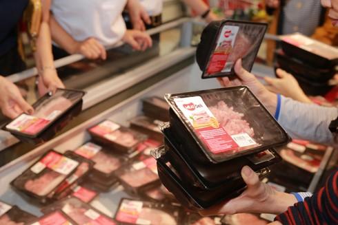 Hốt hoảng với giá thịt lợn, không giảm mà còn tăng giá