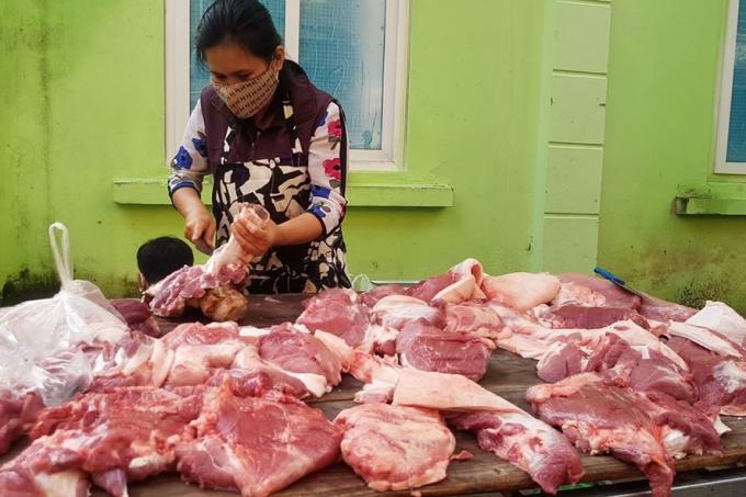 """Thịt lợn: Giá ngoài chợ, """"giá trên tivi"""""""