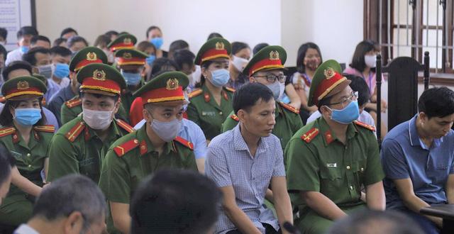 Đề nghị án tù với hàng loạt cán bộ gian lận điểm thi tại Hòa Bình