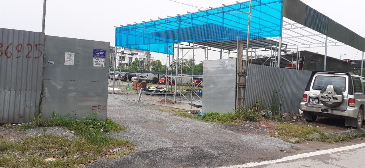Phường Hoàng Liệt: Biến đất xây trường học thành bãi xe, ki ốt trái phép, ai hưởng lợi?