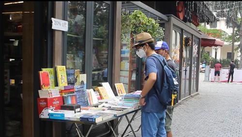 Phố sách Hà Nội mở cửa trở lại: Lượng khách còn thưa thớt