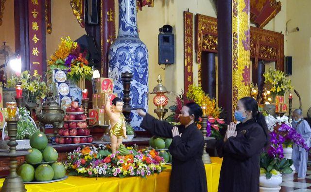 Giáo hội Phật giáo Việt Nam tổ chức lễ tắm Phật tại Chùa Quán Sứ