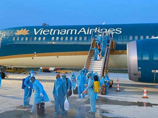 Đón công dân Việt Nam từ nước Anh trên chuyến bay VN88 trở về cách ly
