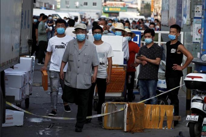 Bắc Kinh đóng cửa chợ lớn nhất sau khi thêm các ca nhiễm Covid-19 mới