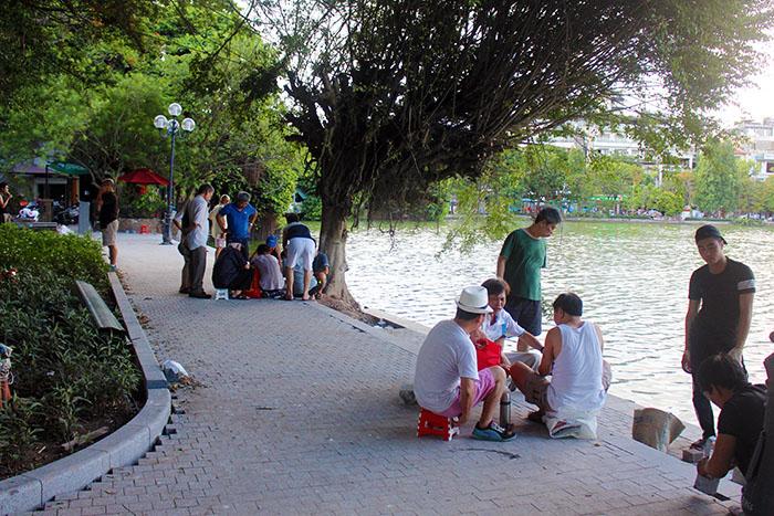 Người dân Thủ Đô tích thú diện mạo mới của Hồ Gươm sau khi cải tạo
