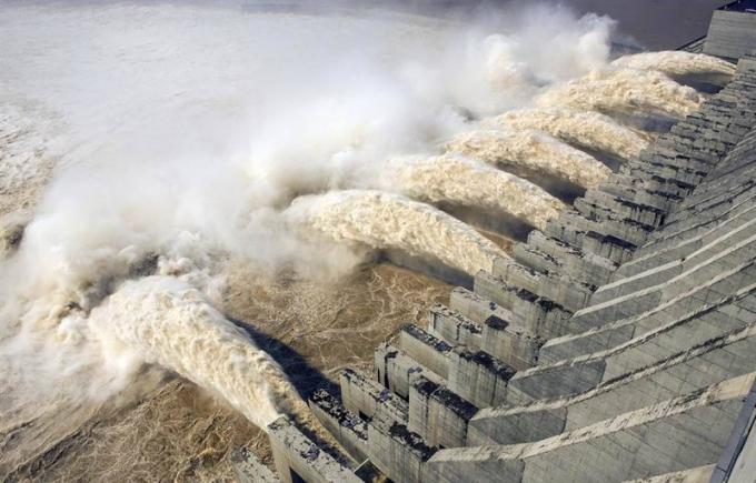 Nước lũ ở đập Tam Hiệp vượt cảnh báo 12m, ông Tập Cận Bình triệu tập họp khẩn