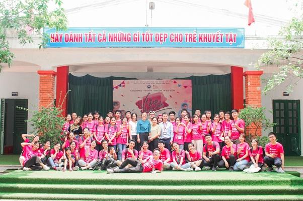 CLB Sinh viên Răng Hàm Mặt - Trường Đại học Y Hà Nội: Mang nụ cười đến với trẻ em khuyết tật Sóc Sơn