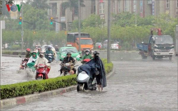 Dự báo thời tiết ngày 11/7: Hà Nội tiếp tục nắng gắt, tối và đêm có mưa dông