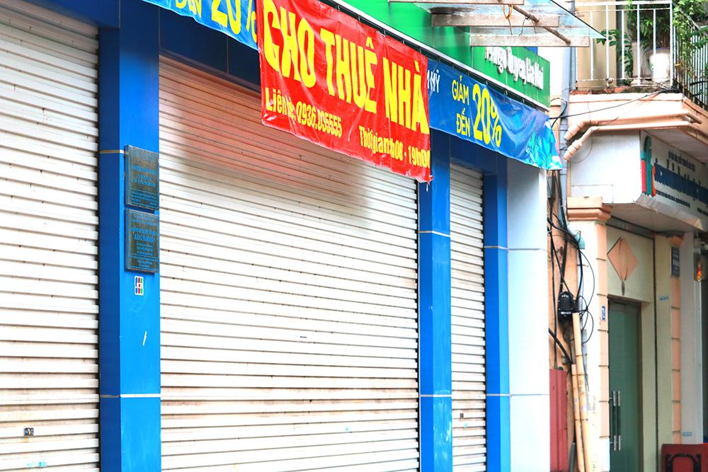 Buôn bán ế ẩm vì dịch Covid-19, nhiều cửa hàng đóng cửa, treo biển cho thuê