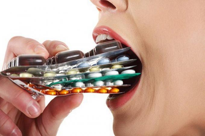 Ẩn họa khôn lường từ việc dùng kháng sinh vô tội vạ
