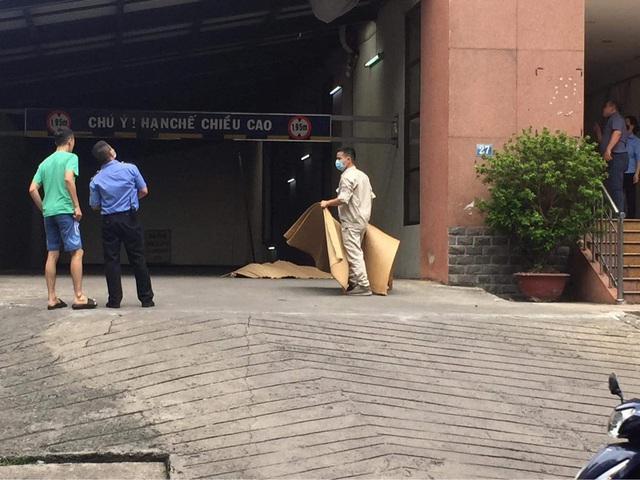 Hà Nội: Người đàn ông rơi từ tầng 19 tòa chung cư xuống đất