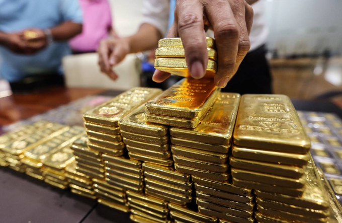 Giá vàng hôm nay 13/10: Đồng USD tăng vọt, giá vàng lao dốc trong tuần mới