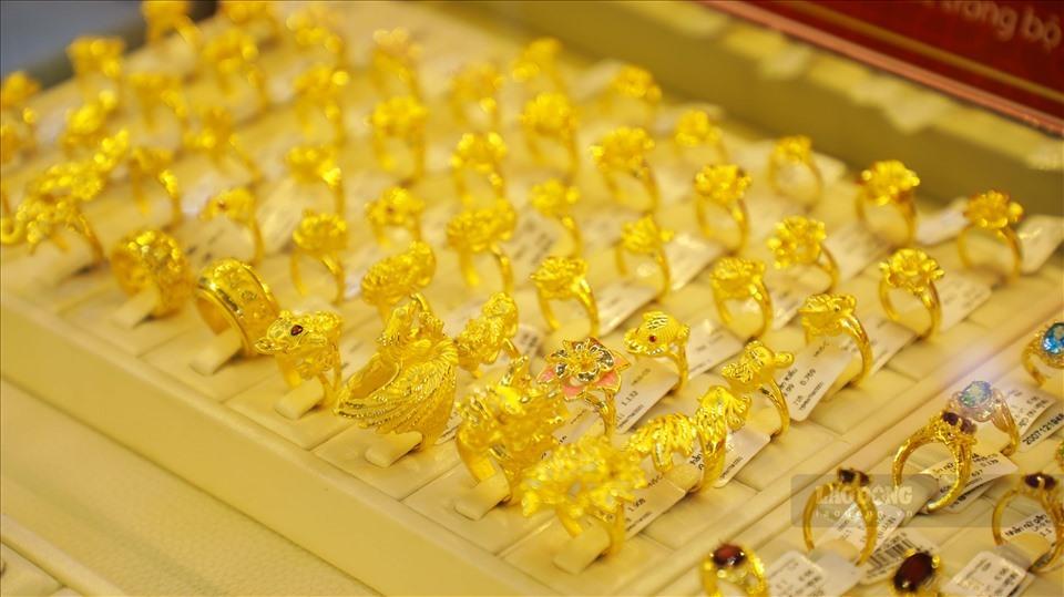 Giá vàng hôm nay 22/10: Giá vàng trong nước và thế giới tiếp tục tăng