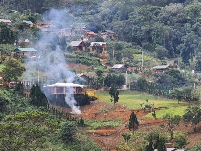 Hàng chục ngôi nhà tại 'làng biệt thự' dưới chân núi Voi xây dựng trái phép trên đất lâm nghiệp