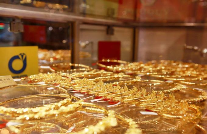 Giá vàng hôm nay 30/11: Tuần mới, giá vàng tiếp tục lao dốc