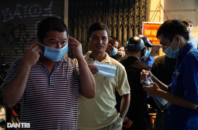 Hà Nội xử phạt nghiêm người không đeo khẩu trang vào phố đi bộ