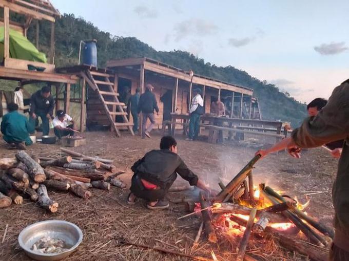 Khánh Hòa: Đã liên lạc được với 45 người mắc kẹt trên núi Tà Giang