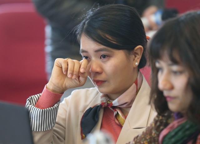 Lương 3 triệu đồng, nhà khoa học trẻ bật khóc vì chẳng thể phụ giúp cha mẹ