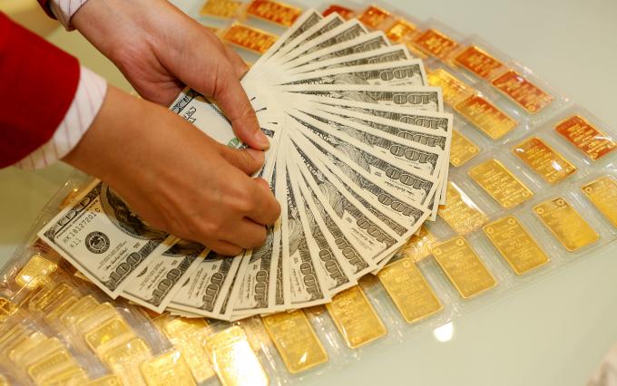 Giá vàng hôm nay 20/1: USD suy yếu, giá vàng