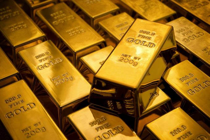 Giá vàng hôm nay 8/1: Giá vàng lùi bước, chờ thời cơ để tăng lại