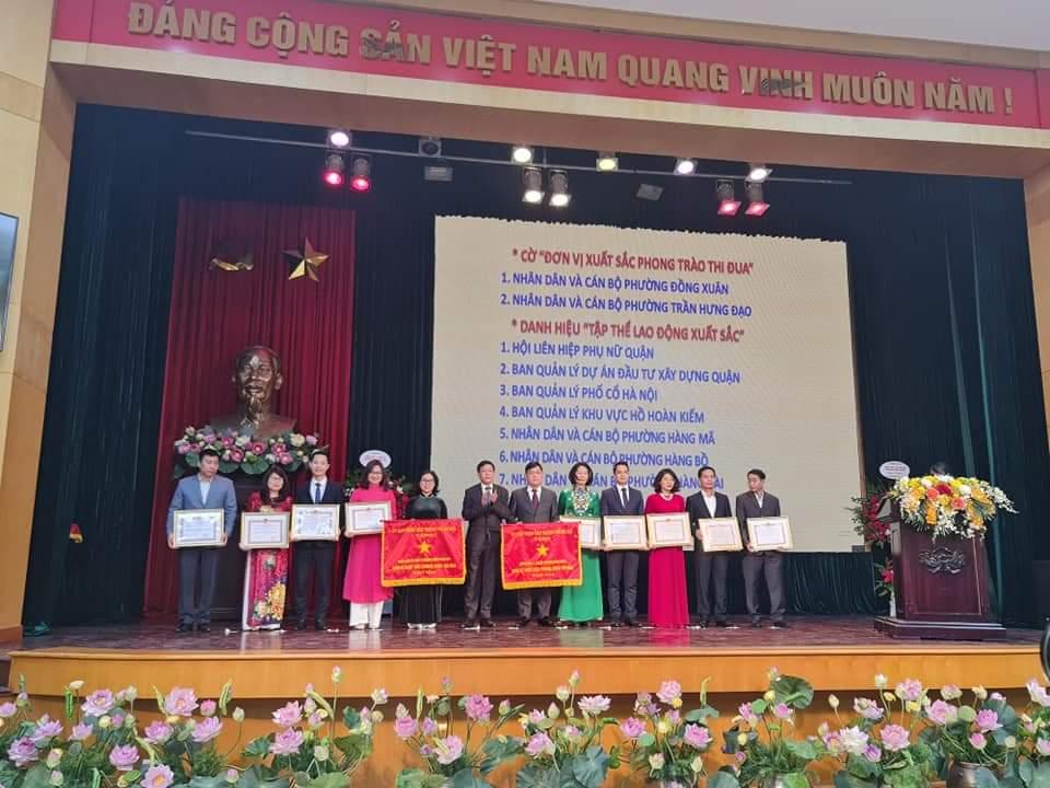 Phường Trần Hưng Đạo vinh dự nhận cờ Đơn vị xuất sắc phong trào thi đua năm 2020