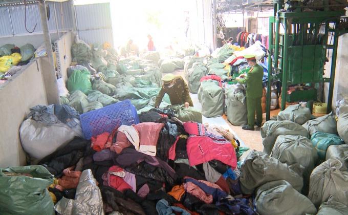 Thanh Hoá: Bắt giữ cơ sở tái chế quần áo cũ đã qua sử dụng để bán kiếm lời