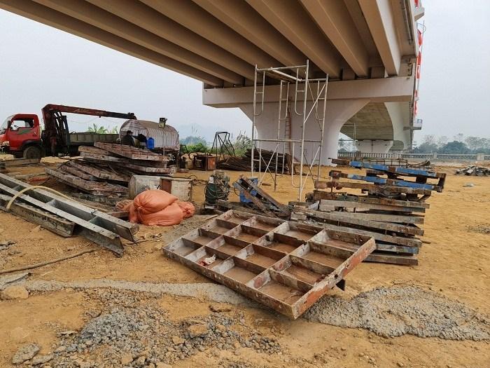 Tuyên Quang: Nghi vấn cầu nghìn tỷ nứt vỡ trước khi khánh thành?