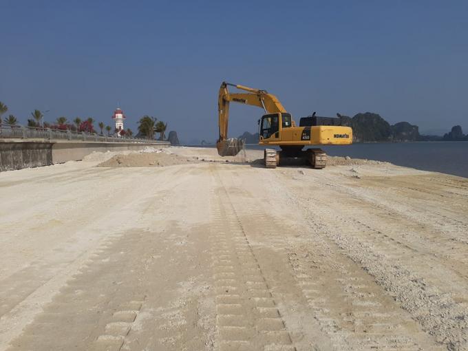 Quảng Ninh: Lợi dụng dịch Covid-19, doanh nghiệp ngang nhiên đổ trộm đất đá xuống vịnh Bái Tử Long