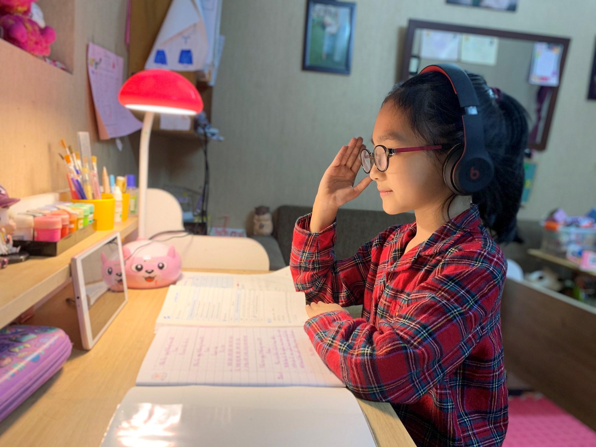 Học sinh Hà Nội học trực tuyến đến hết ngày 28-2