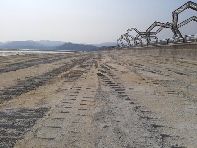 Vụ doanh nghiệp đổ đất đá xuống vịnh Bái Tử Long Quảng Ninh: Người dân phải dựng lều lán để phản đối doanh nghiệp