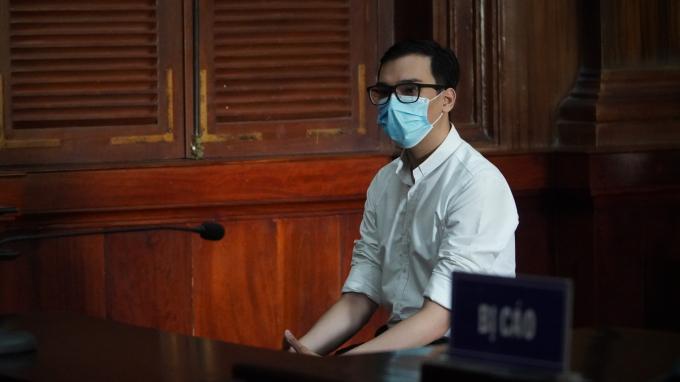 Nam tiếp viên hàng không Vietnam Airlines lãnh 2 năm tù treo vì làm lây lan COVID-19
