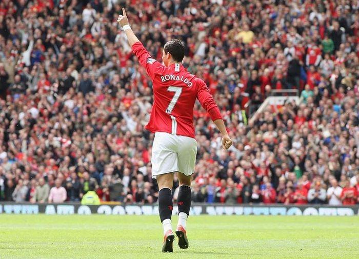 Chính thức: Cristiano Ronaldo trở lại Manchester United