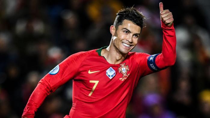Ronaldo vượt qua kiểm tra y tế để gia nhập Manchester United
