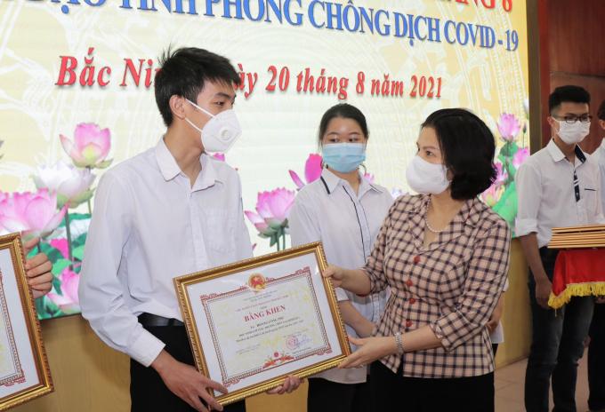 Bắc Ninh: Khen thưởng 6 thủ khoa tại Kỳ thi tốt nghiệp THPT 2021