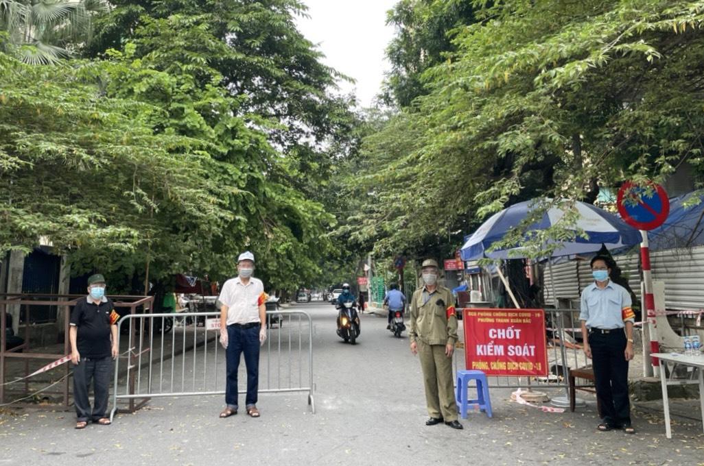 Cán bộ, người dân ủng hộ Hà Nội tiếp tục giãn cách xã hội, sớm khoanh vùng các ổ dịch