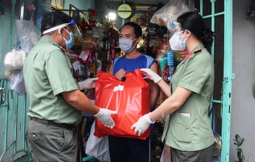 Gần 1,8 triệu túi an sinh được trao tới tay người dân TP HCM