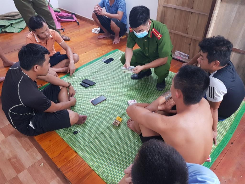 Bắc Giang: Bắt quả tang nhiều đối tượng đánh bạc tại huyện Hiệp Hoà