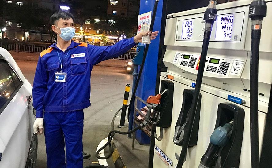 Giá xăng dầu đồng loạt tăng cao