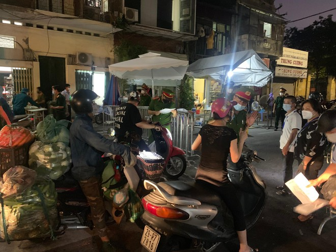 Chuyên gia: Hà Nội có cơ sở để mở cửa lại một số dịch vụ nhưng phải nới từng bước