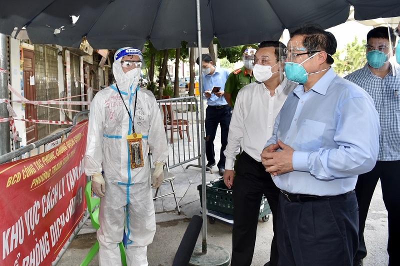 Thủ tướng kiểm tra ổ dịch nóng bỏng nhất, yêu cầu Hà Nội cần tăng cường giãn cách xã hội