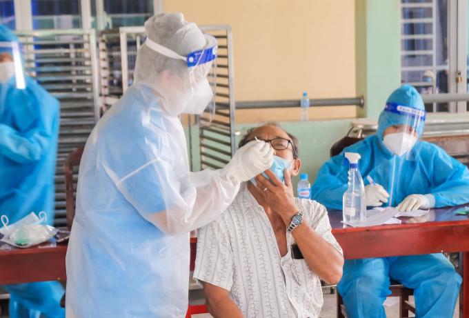 """Bình Dương: 131.000 công nhân """"3 tại chỗ"""" đã tiêm vắc xin phòng Covid-19"""
